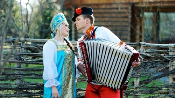 svadebnoe-plate-v-russkom-narodnom-stile-45